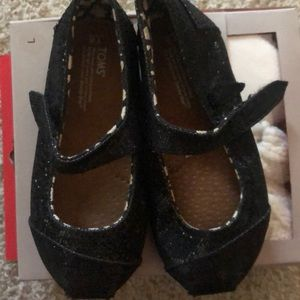 Toms flats in size 8